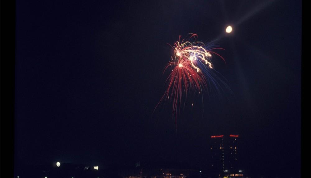 Mond bei Feuerwerk 01